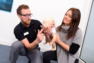 /news-images/2019-Sep/1-day-emergency-paediatric-first-aid-course--669.jpg